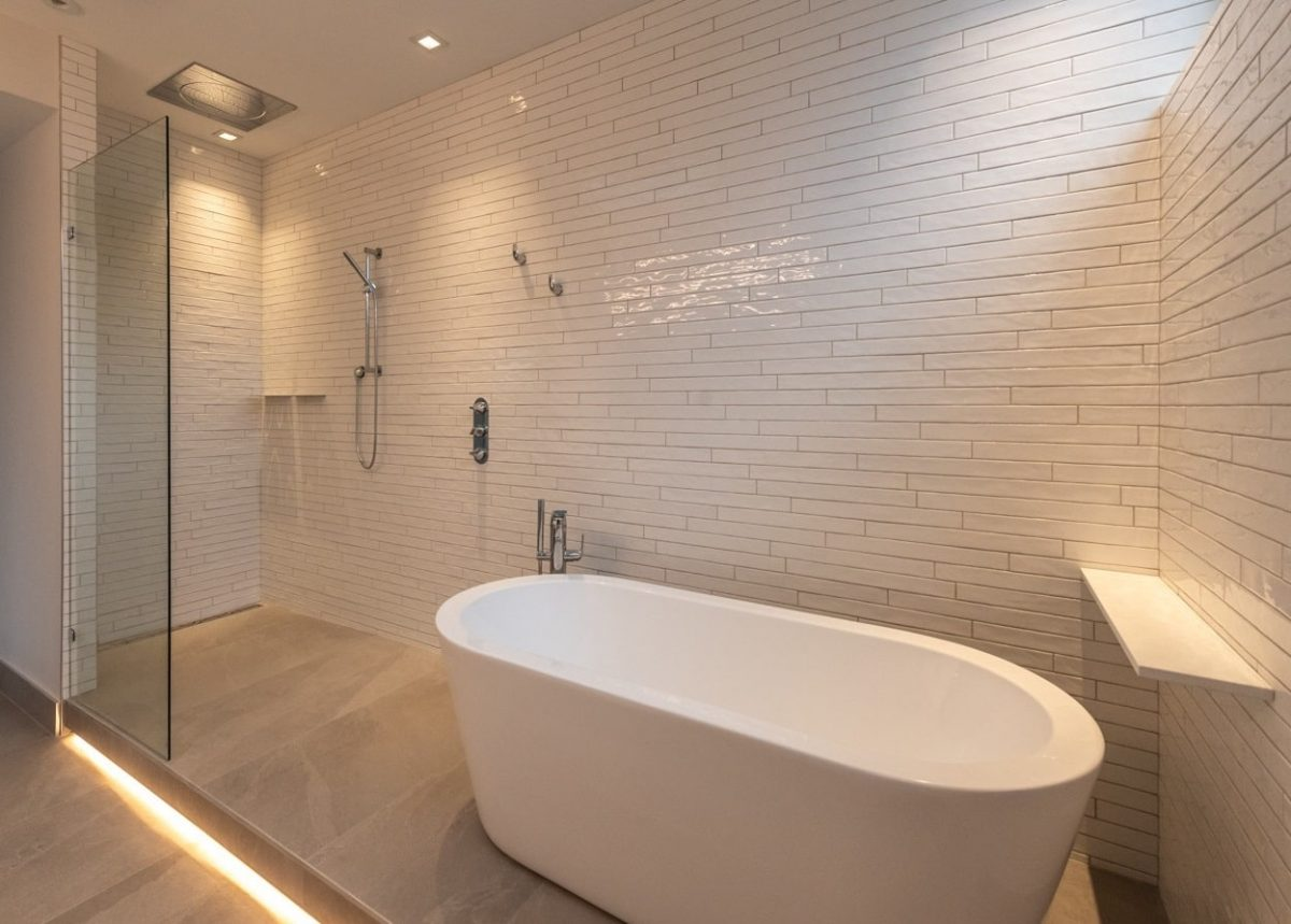 int ensuite shower and bath-min